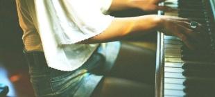 Schioccare le nocche non aiuta lo stress